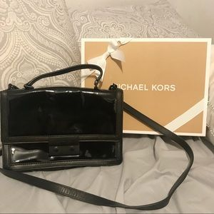 MICHAEL KORS Black Glossy Crossbody